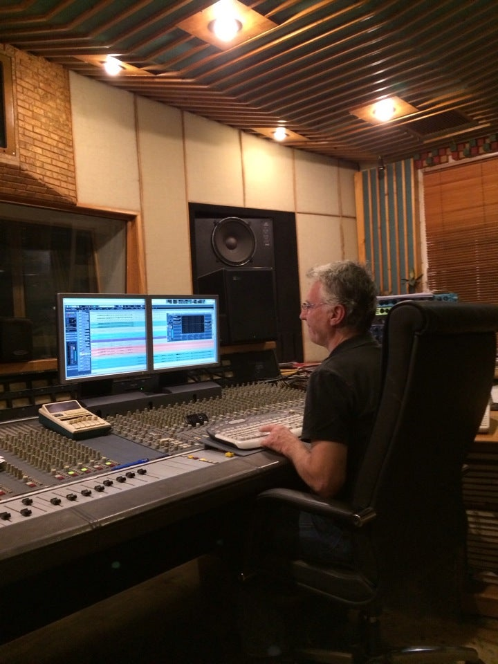 Studio 111: Η ιστορία της ελληνικής δισκογραφίας στο Μοσχάτο!