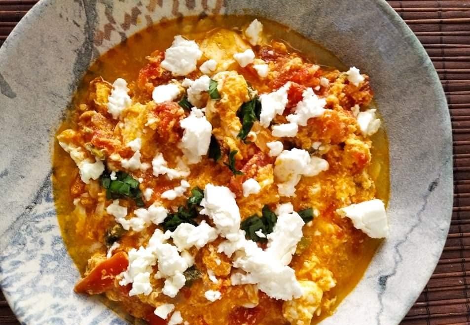 Καγιανάς ή στραπατσάδα  ή απλά αυγά με ντομάτες