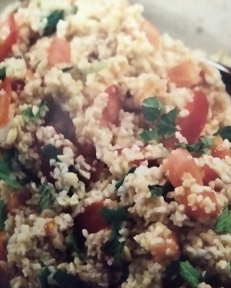 Δροσερή σαλάτα με κουσκούς και δυόσμο